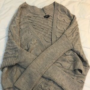 Great condition chunky cream colored cardigan